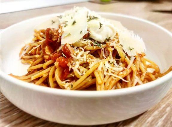 Polnozrnati špageti s tunino omako